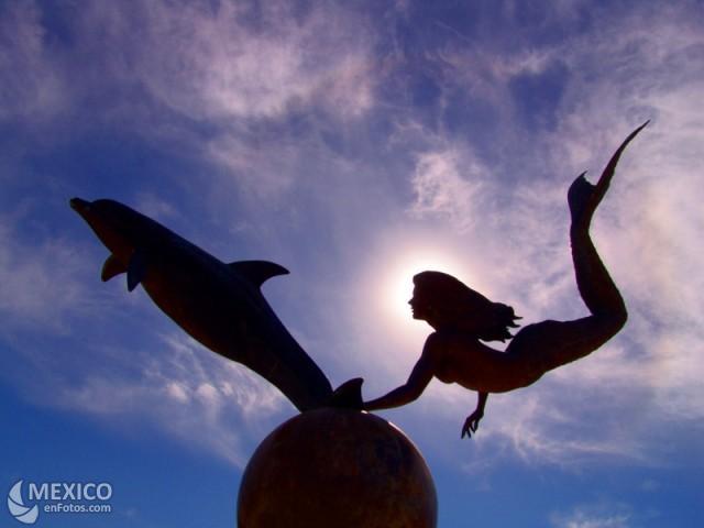 20110921005054-sirena-y-delfin.jpg