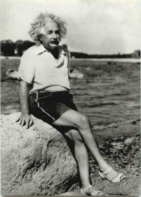 20080812133811-albert-einstein-at-beach-1945-celebrities-28954.jpg
